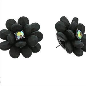 BETSEY JOHNSON Black Flower Petal Earrings 🌸🖤